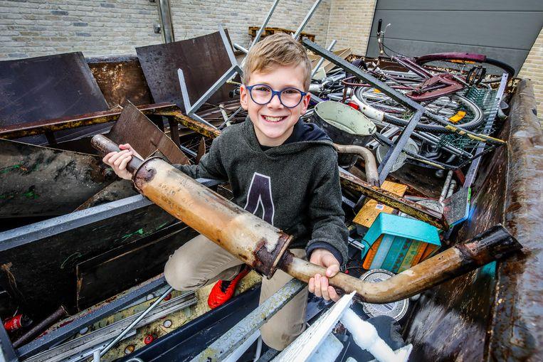 Lowie (10) zamelde al twee containers oud ijzer in voor het goede doel